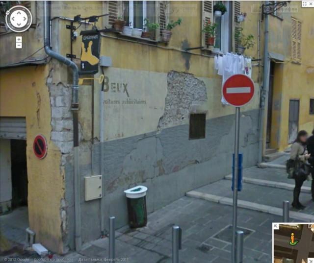 Эта та же улица, что фотографией выше, только если повернуться немного направо. Следующая фотография даст представление о том, что там, справа