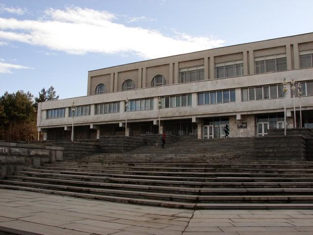 Дворец водных видов спорта на проспекте Ильича