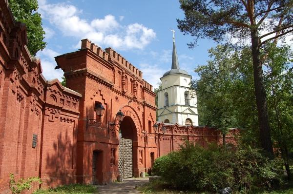 Главные ворота усадьбы в Покровском-Стрешнево
