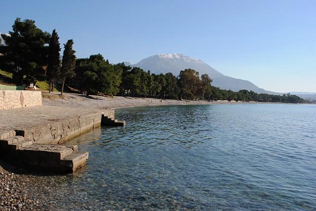 И одновременно мягкая черногорская зима. Пляж в Баре 2 января 2012 года