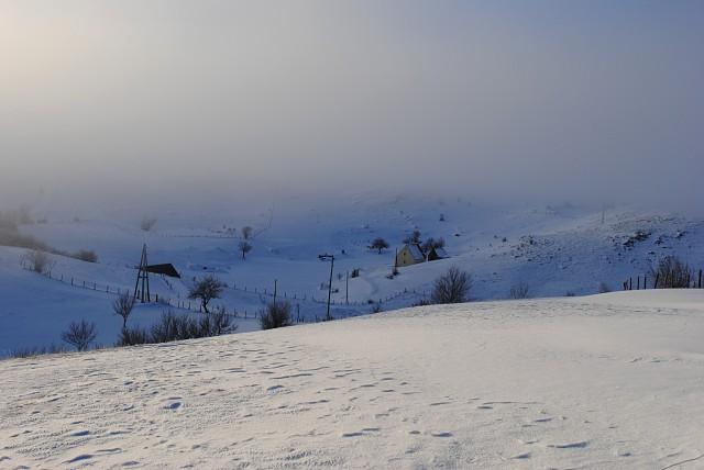 Из-за сурового климата только истинно черногорские (в том числе полностью интегрировавшиеся) семьи могут достойно жить на территории этой општины...