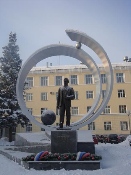 Памятник М.Ф. Решетнёву