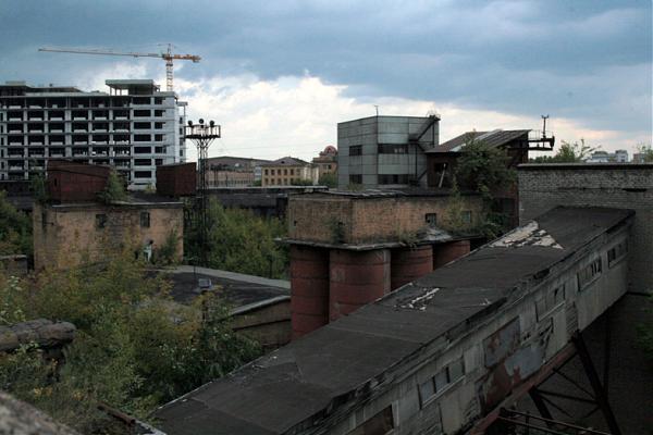 Заводская территория ММЗ «Серп и молот» имеет плачевный вид