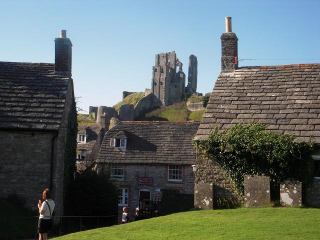 Фото 1. Старинная деревня и замок Корф, охраняются фондом National Trust
