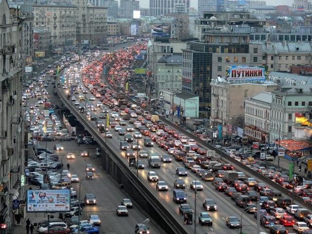 Автотранспорта в Москве не много, а очень много