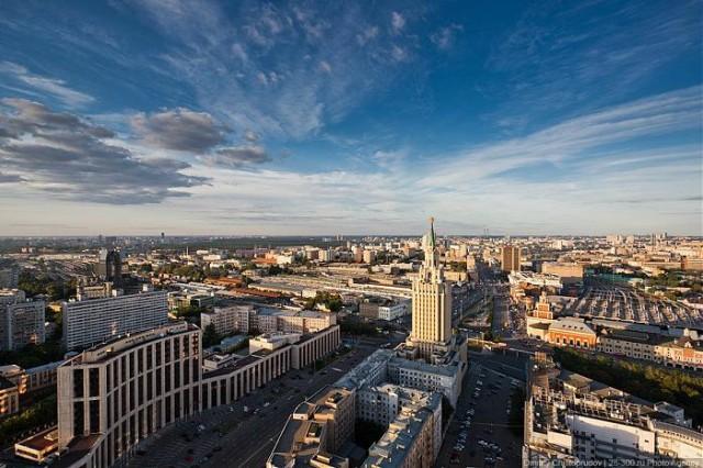 Комсомольская площадь, гостиница «Ленинградская» и вокзалы