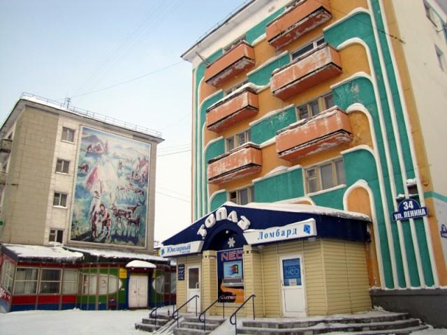 Эти разноцветные девятиэтажки – фешенебельное жилье. Вообще все жилые дома в Воркуте красивые