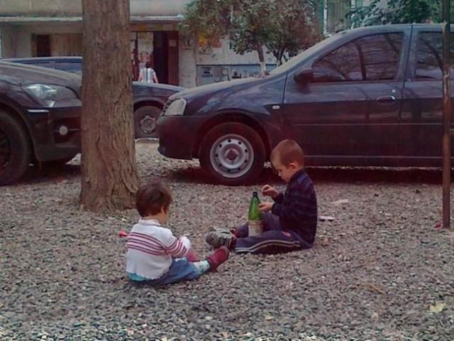 Игры дагестанских детей - лужи и камушки