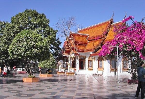 Храм Дои Сутхеп – почему то именно его всегда изображают на открытках севера Таиланда