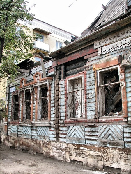"""Ул. Абельмана, бывший ресторан """"Наполеон"""", сгорел в 2008 г. да так и стоит"""