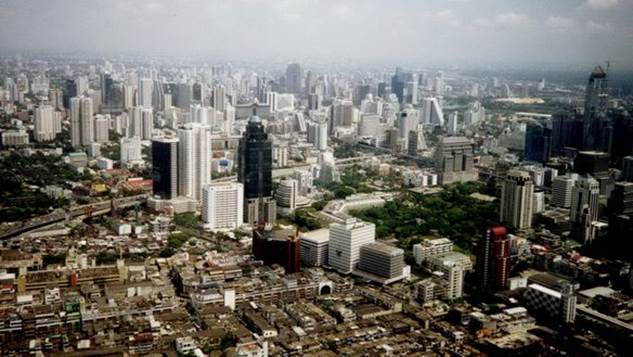Оказывается, тайцы умеют строить города. Это Бангкок с высоты птичьего полета