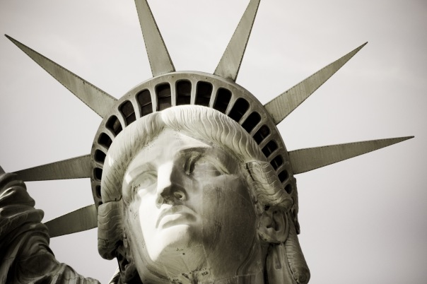 В корону пускают только резидентов США и по предварительной записи!