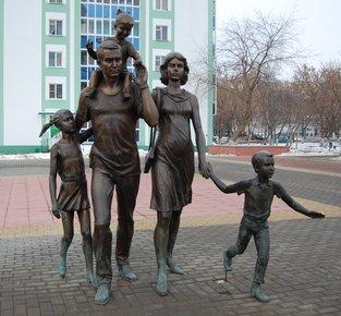 Памятник семье в центре Саранска