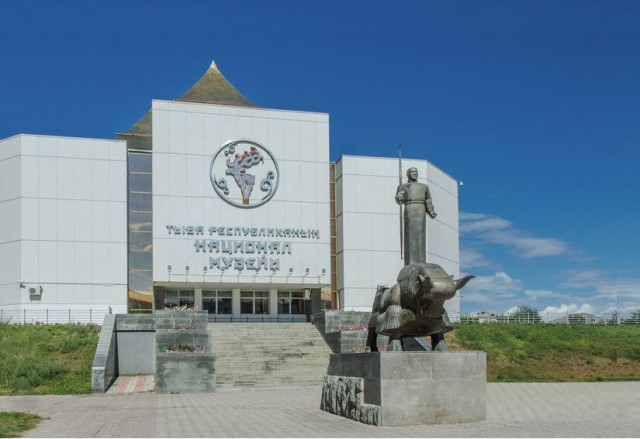 Музея  им. Алдан Маадыр (60 богатырей)