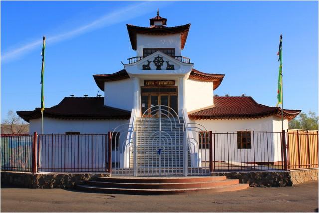 Здание буддийского храма Цеченлинг