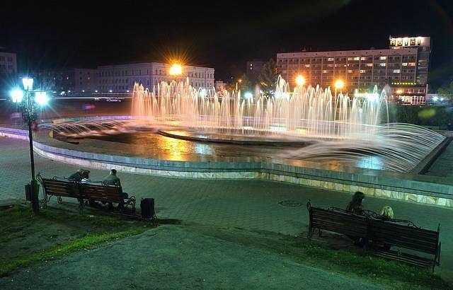 Фонтан на площади Ленина