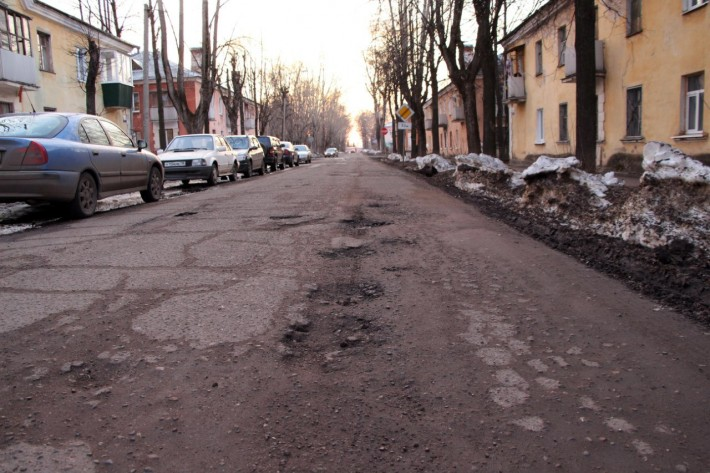 Дорожное покрытие на ул. Дзержинского