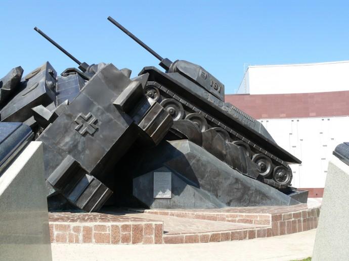 «Таран» - памятник советским танкам в Прохоровке