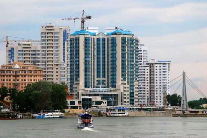 Берег Кубани интенсивно застраивается