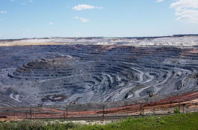 Самый большой в мире карьер, добывающий руду открытым способом, находится в Белгородской области