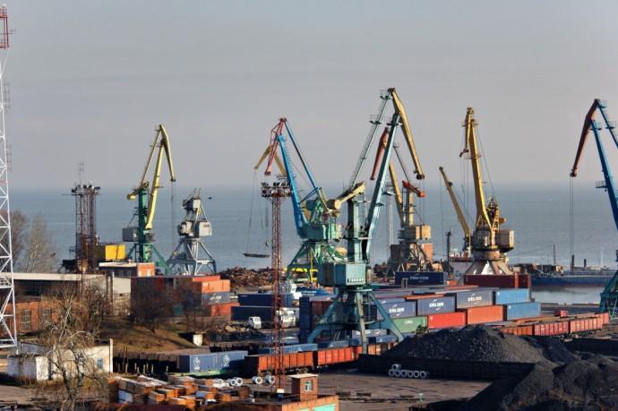 Краны Таганрогского порта уверенно смотрят в будущее