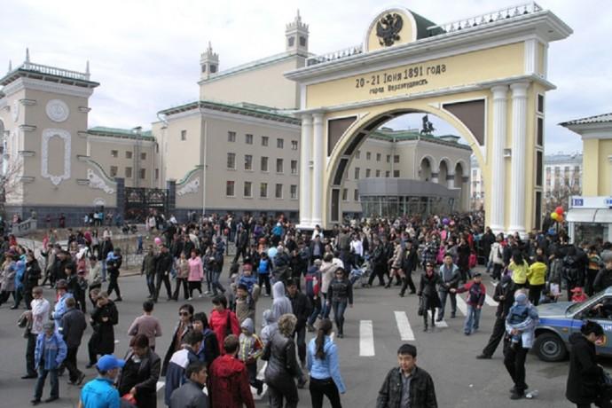 Народные гуляния в Улан-Удэ. Почему черный цвет в тренде?