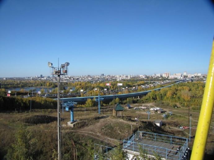 Новосибирск с колеса обозрения. Видны Обь и линия метро