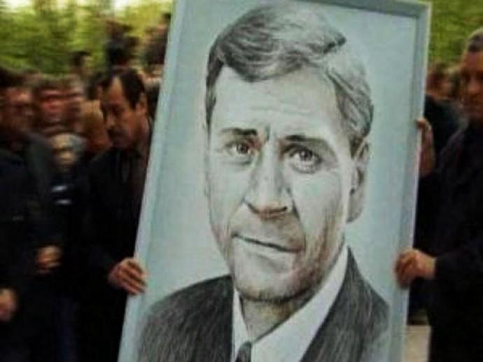 Убийство мэра В.Петухова вызвало массовые волнения в Нефтеюганске