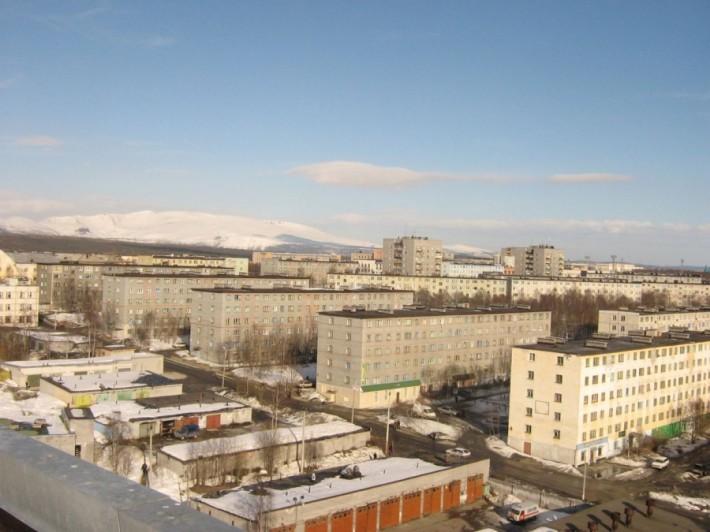 В городе Апатиты большинство домов — стандартной советской застройки