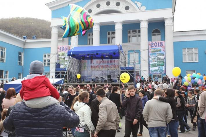 День города около Муниципального центра культуры. Р-он Ленинская