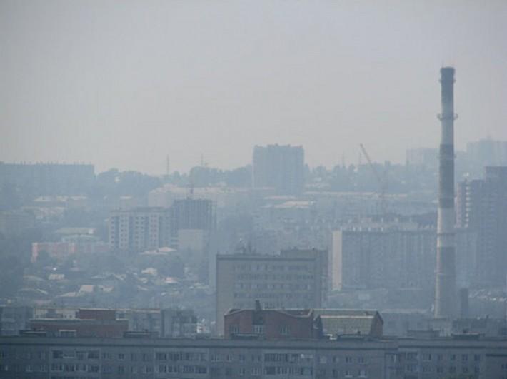Смог над городом. В безветренную погоду администрация вводит специальный режим неблагоприятных метеоусловий