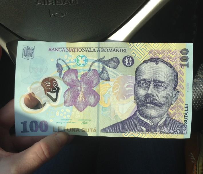 100 румынских лей (с прозрачной плёночкой в виде улыбающейся маски)