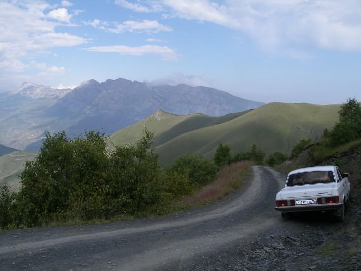 Горная дорога от Фиагдона в Кармадон. Здесь будет кстати полный привод, но Волга справилась