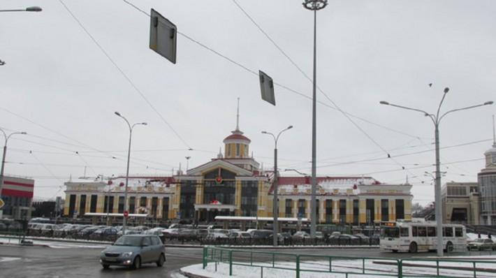 Недавно отстроенный железнодорожный вокзал. Раньше был старый и несуразный