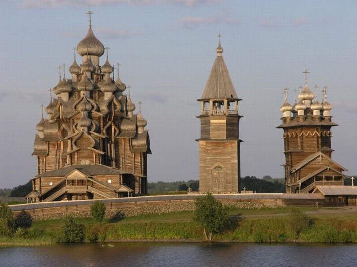 Деревянные церкви в Кижах — шедевры древнерусской архитектуры