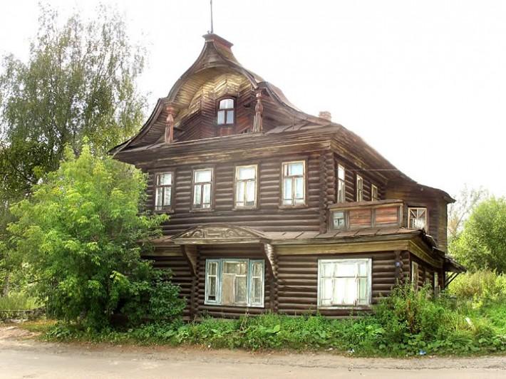 Старинный деревянный дом в Шарье