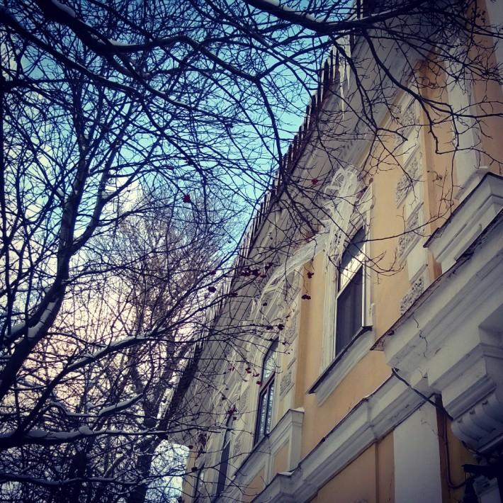 Дом на ул. Ульянова и кусочек неба