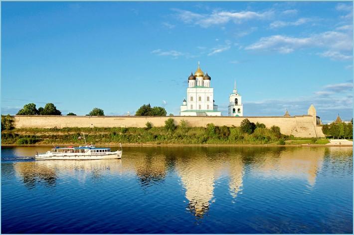 Псков. На берегу реки Великой