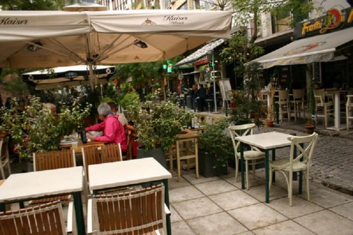 Парочка из огромного числа уютных кафе и ресторанчиков на улицах Салоник