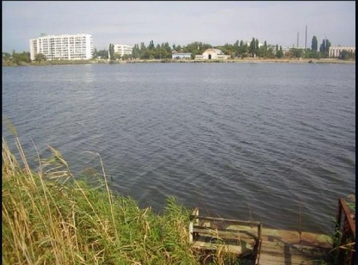 Вид на район больницы со стороны озера