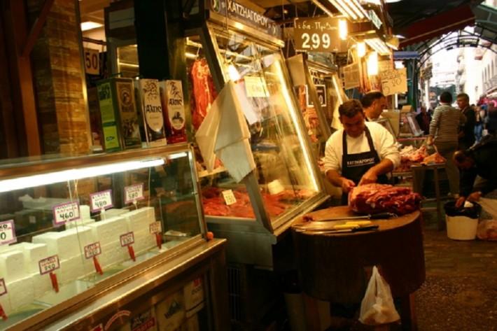 Мясо на рынке самое свежее, да и фета тоже не залеживается