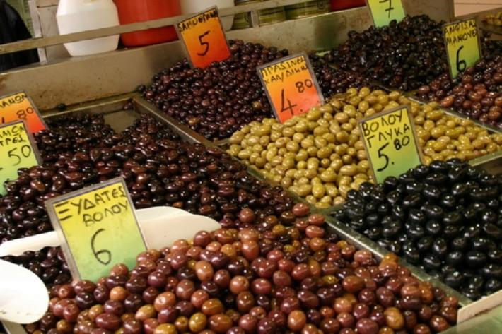 На вкус, аромат, размер и цвет оливок товарищей нет
