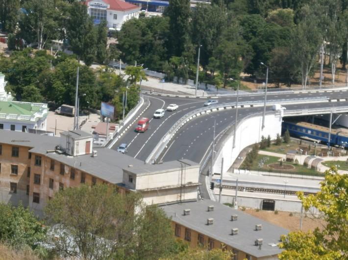 Автомобильный мост над железнодорожными путями