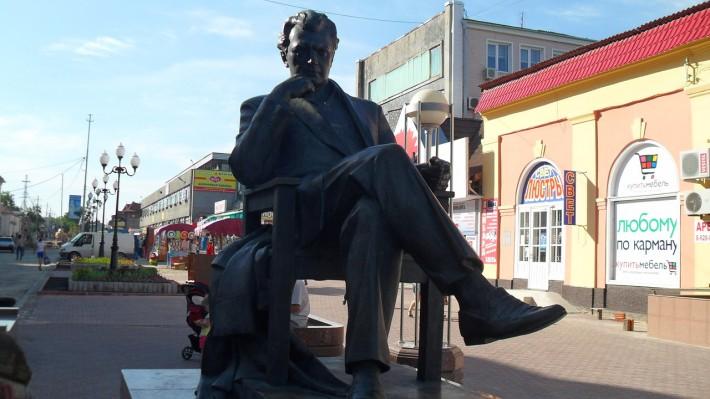 Памятник С.Бондарчуку