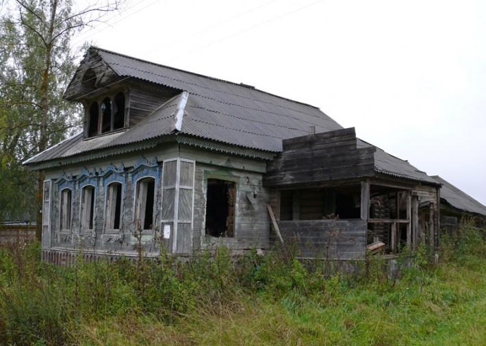 Таких домов сейчас в ярославских сёлах большинство