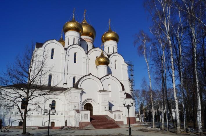 Успенский кафедральный собор на набережной