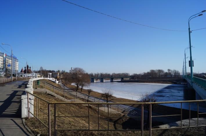 Два из четырех мостов через реку Которосль