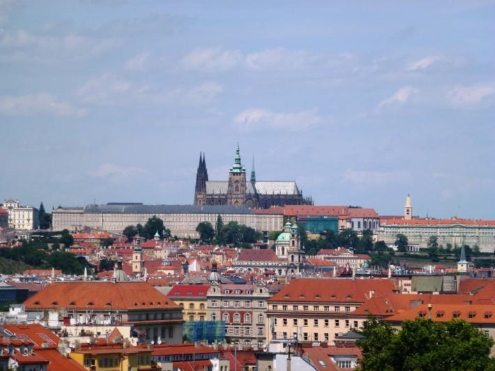 Вид с холма на Пражский Град