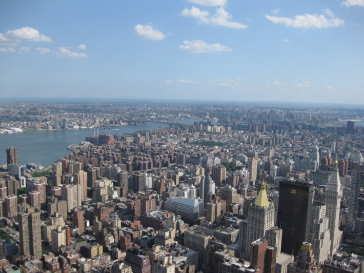 Вид на Манхеттен с Эмпайр Стейт Билдинг (Нью-Йорк, штат Нью Йорк, США)