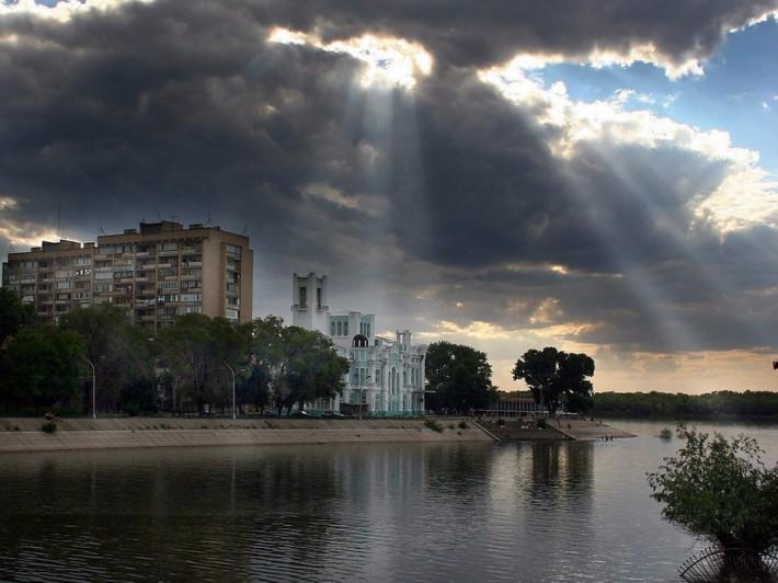 Центральный ЗАГС на Набережной реки Волга